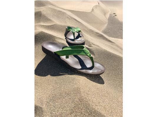 myVALE-Sandalen-Maida-in-Wüste