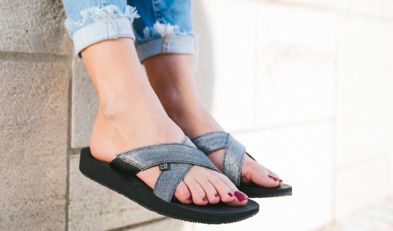 Exklusive Kreuz-Sandalen von myVALE nach Fußabdruck