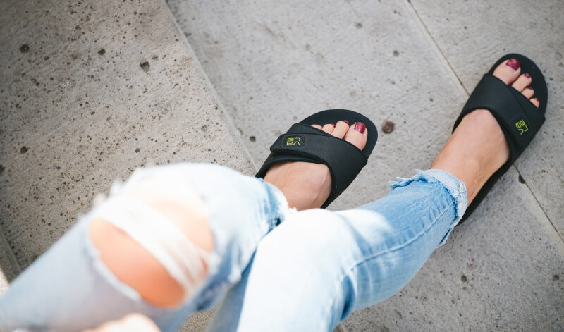 myVALE Slide Pantolette schwarz zu Jeans